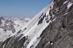 Lezci doliezajú záverečné snehové pole